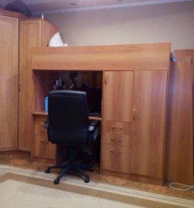Продам кровать+комп.стол встроенный