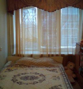 Продам спальный гарнитур светлого цвета
