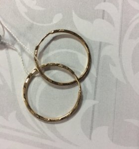 Серьги конго выполнены из золота 585 пробы