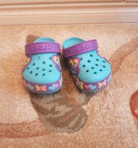 Резиновые сандали Crocs