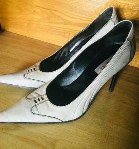 Туфли кожаные белые на шпильке TJ Collection