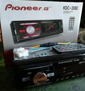 Продам магнитолу Pioneer (USB, AUX, Радио)