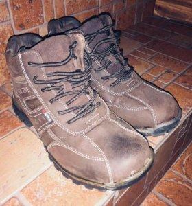Продаю зимние ботинки в отличном состоянии.