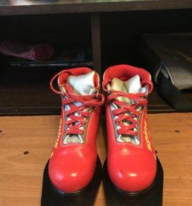 Продам лыжные ботинки