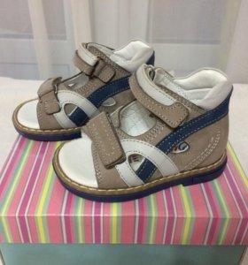Новые сандали Perlina 20 размер