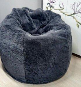 Серое меховое кресло мешок с подушкой и доставкой
