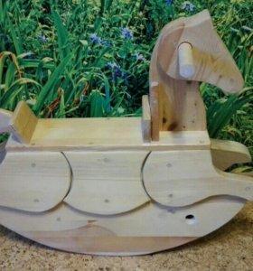 Деревянная лошадка—качалка