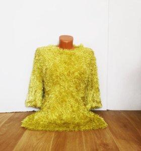 Новый фирменный свитер