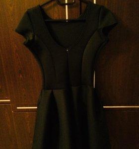 Платье приталенное неопренновое