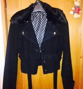 Куртка тёплая драповая с натур меховым воротником