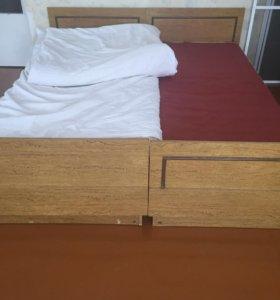 Продам кровать с 2 матрасами + 2 тумбочки