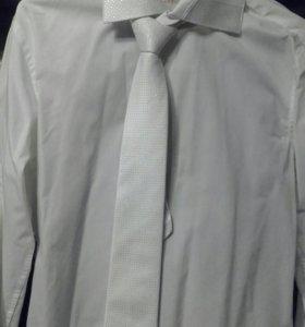 белая нарядная мужская рубашка