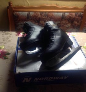 Коньки фигурные(черные), размер 36
