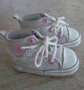 Стильная Обувь для девочки в идеальном состоянии
