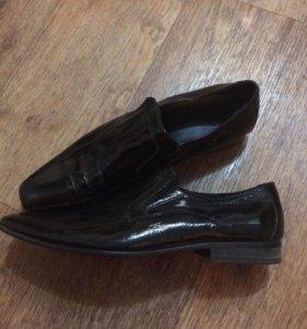 Продам мужские туфли р-р 40-41