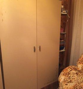 Три шкафа +2 комода+зеркало