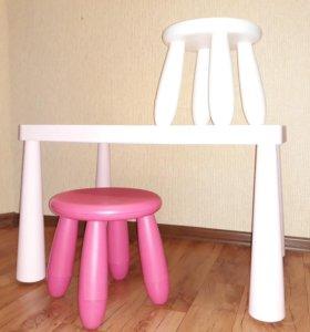 Детский стол с табуретами