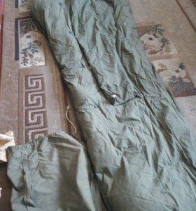 Пуховый спальный мешок.