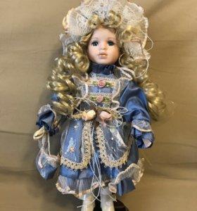 Куколка с фарфоровыми элементами
