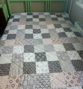 Кровать двухспальная и комод