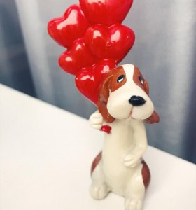 Фигурка собака с воздушными шарами