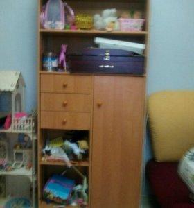 Детская мебель (шкафы и стол)