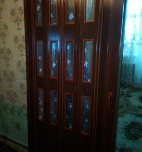 Дверь гармошка.