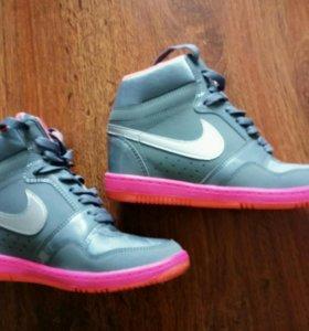 Кроссовки Nike, 36-37 р-р