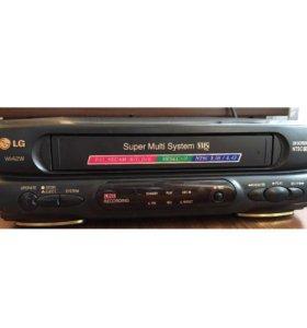 Видеомагнитофон LGw142w