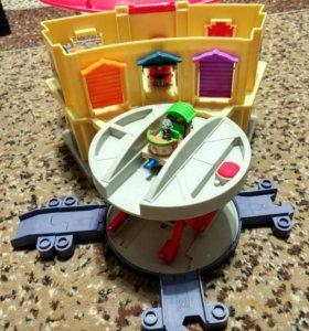 Игрушки Chuggington (Чаггинтон) рельсы дэпо, поезд