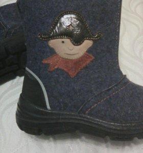 Продам зиние детские ботинки