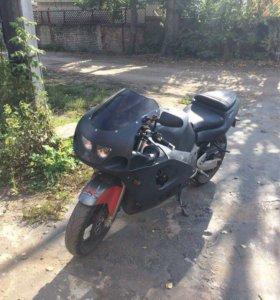 Suzuki gsxr 600 srad