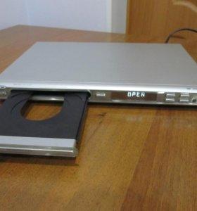 DVD плеер с функцией караоке.