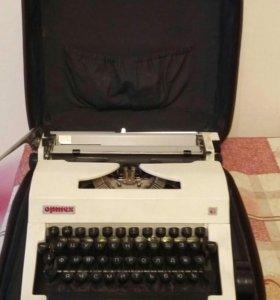 Печатная машинка в чемодане