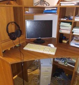 Угловой компьютерный стол.
