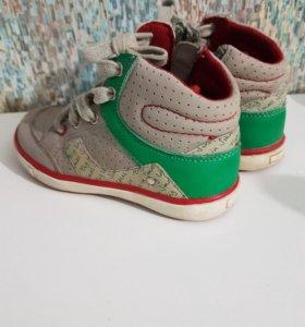 Детские ботинки 25р