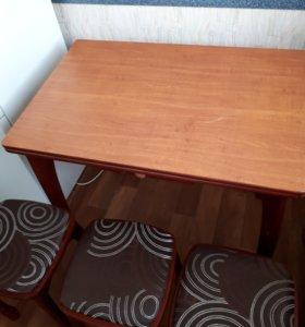 Обеденный стол, табуретки
