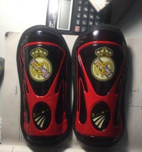 Щитки футбольные (Real Madrid)