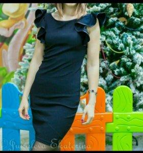 Черное коктельное платье, S