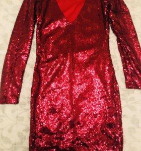Красное платье, расшитое пайетками (новое).