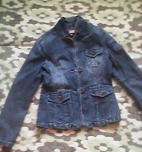 Джинсовая куртка-пиджак.