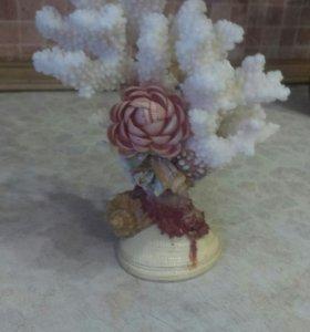 Сувенирное дерево из кораллов и ракушек