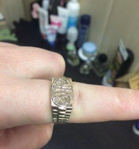 Перстень мужской золотой.