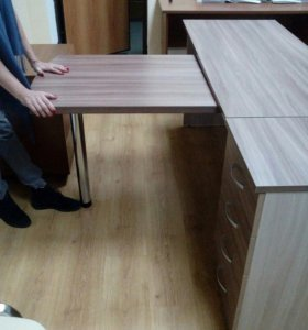 офисный стол, тумба с ящиками, офисные стулья