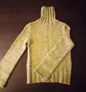 Свитер вязанный шерстяной.