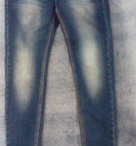 Женские стрейчевые джинсы.