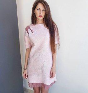 Теплое розовое платье из шерсти