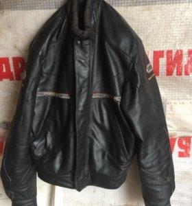 Мото куртка с щитками на плечах
