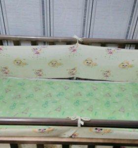 Кроватка детская с комплектом