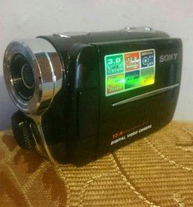 Цифровая видеокамера SONY.